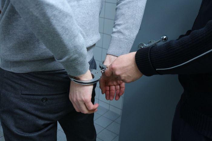Policja Konin: Policjanci pomogli rodzącej kobiecie, dotrzeć na czas do szpitala.